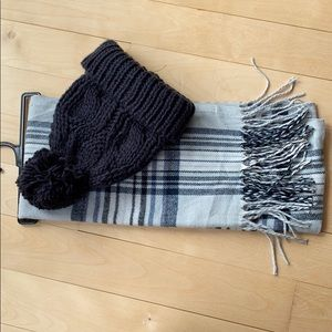 NWOT Plaid scarf and toque